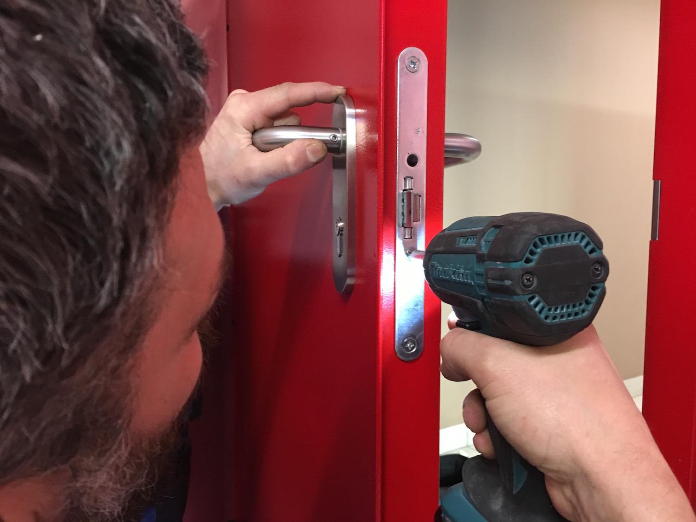 tecnico antincendio manutenzione porta tagiafuoco 2